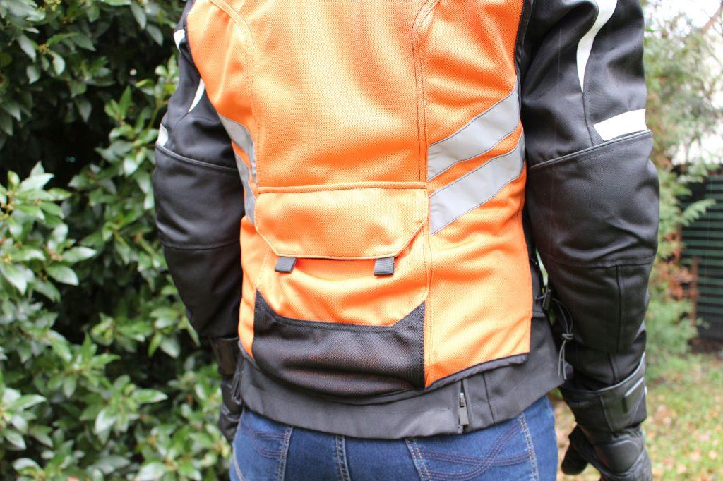 Large poche à scratch à l'arrière du gilet de sécurité ICON
