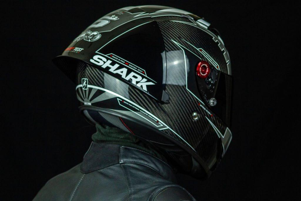 Vue sur le spoiler du casque Shark Race-R Pro GP