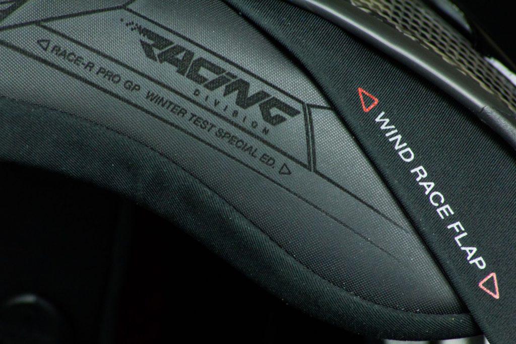 La bavette racing du casque Shark Race-R Pro GP