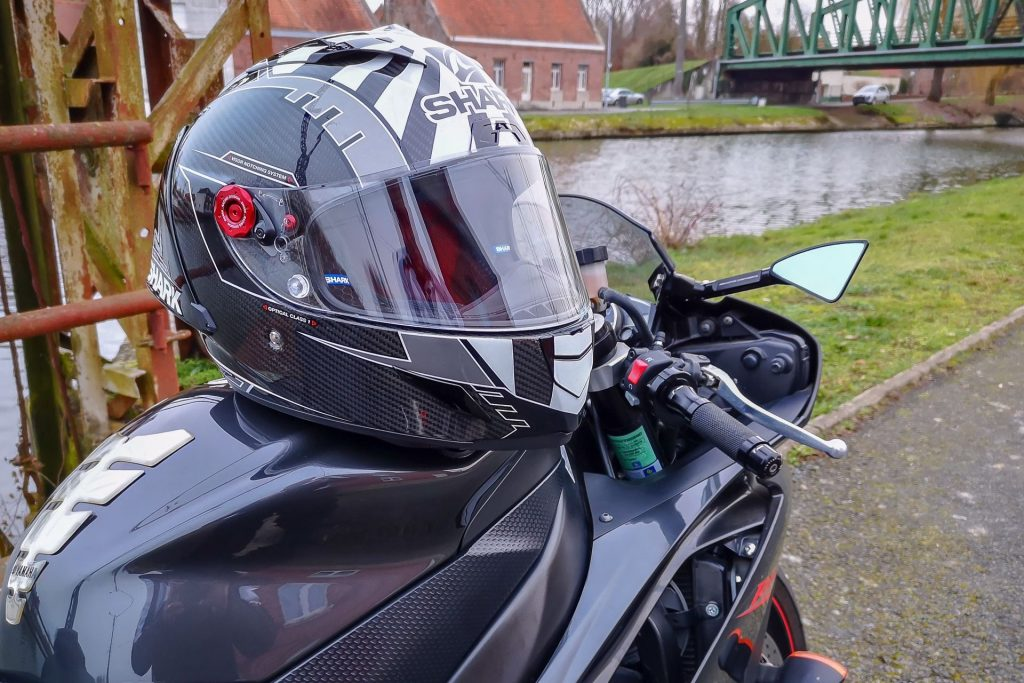 Essai du casque Shark Race-R Pro GP : un casque racing d'exception