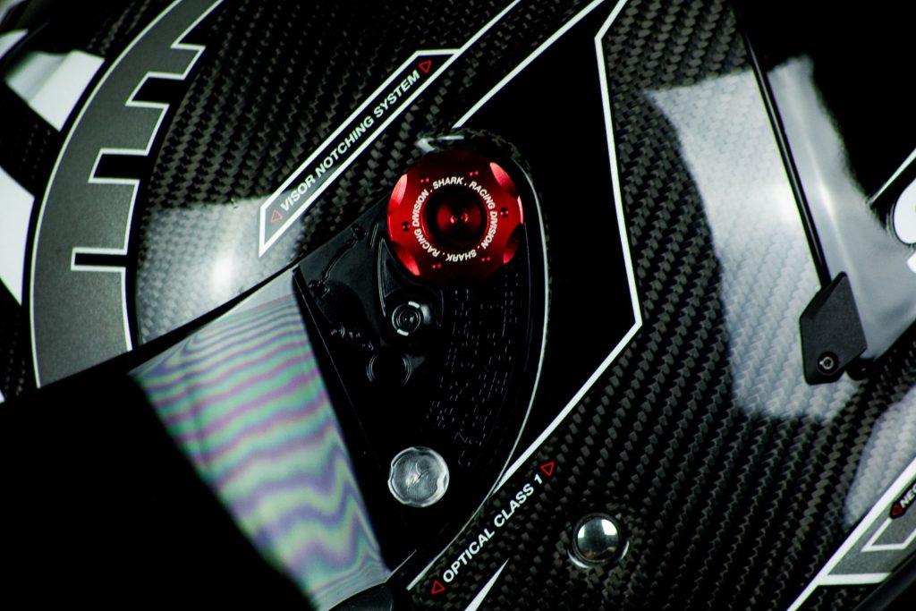 Focus sur le mécanisme écran du casque Shark Race-R Pro GP