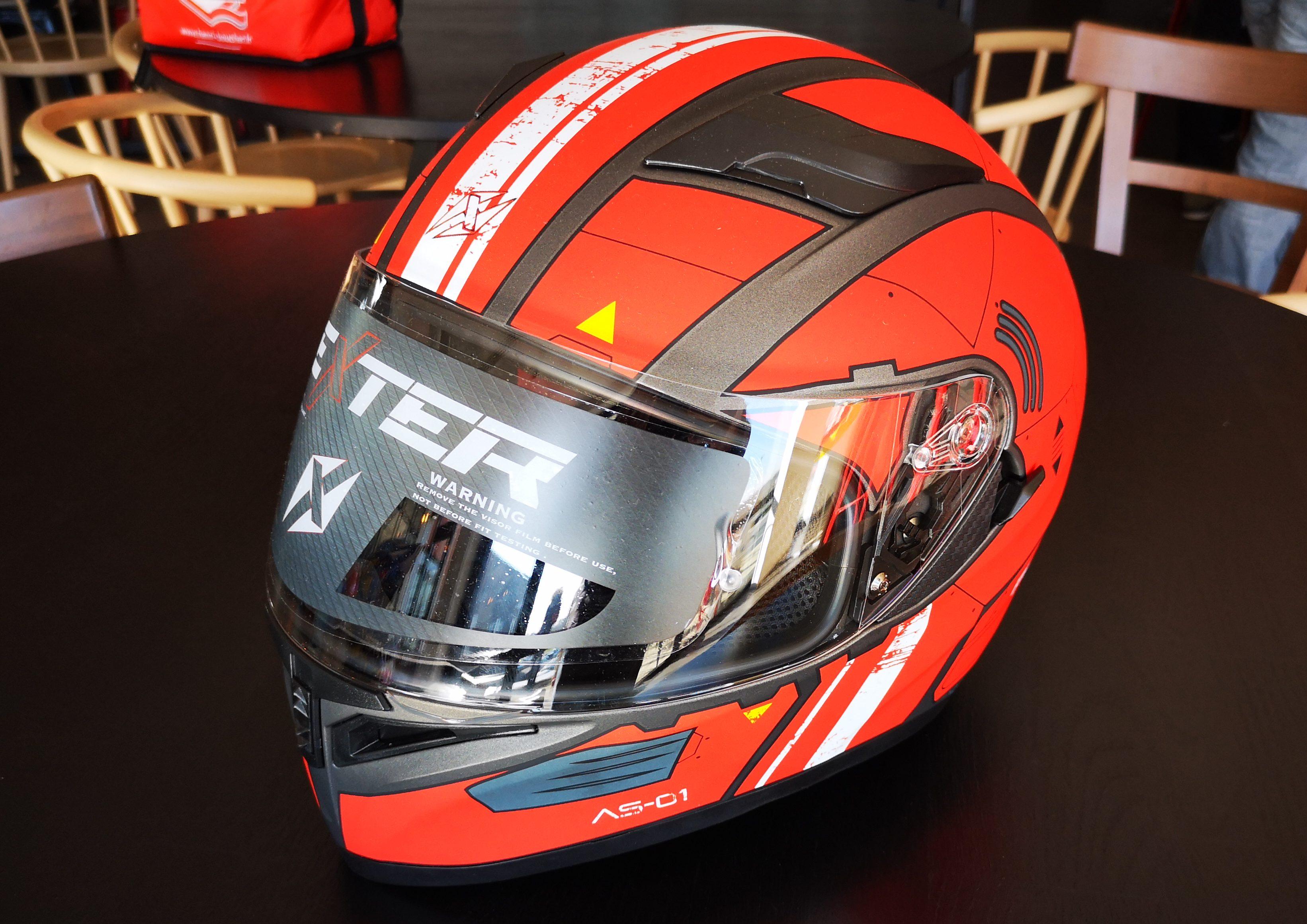 Version rouge, voici un des designs gagnants au concours Pimp My Helmet