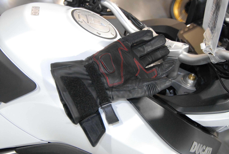 Trois systèmes de serrage pour les gants Bering Arkade