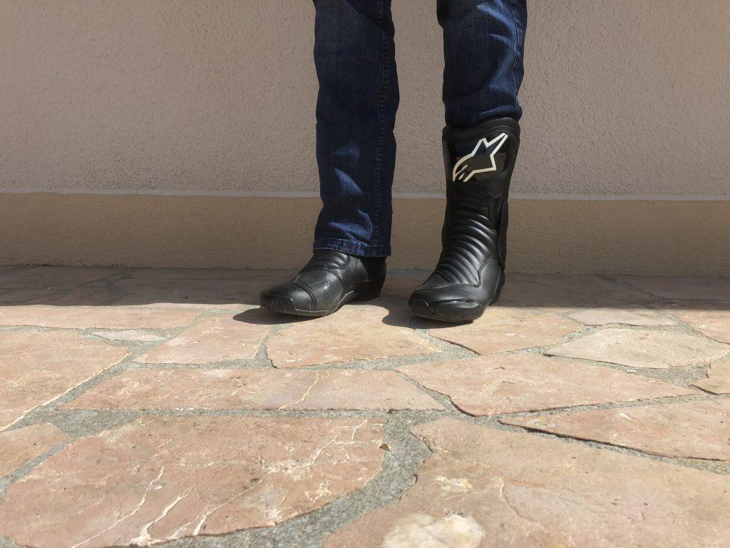 Les bottes Alpinestars SMX 6 V2, avec un jean, c'est comme vous le souhaitez !