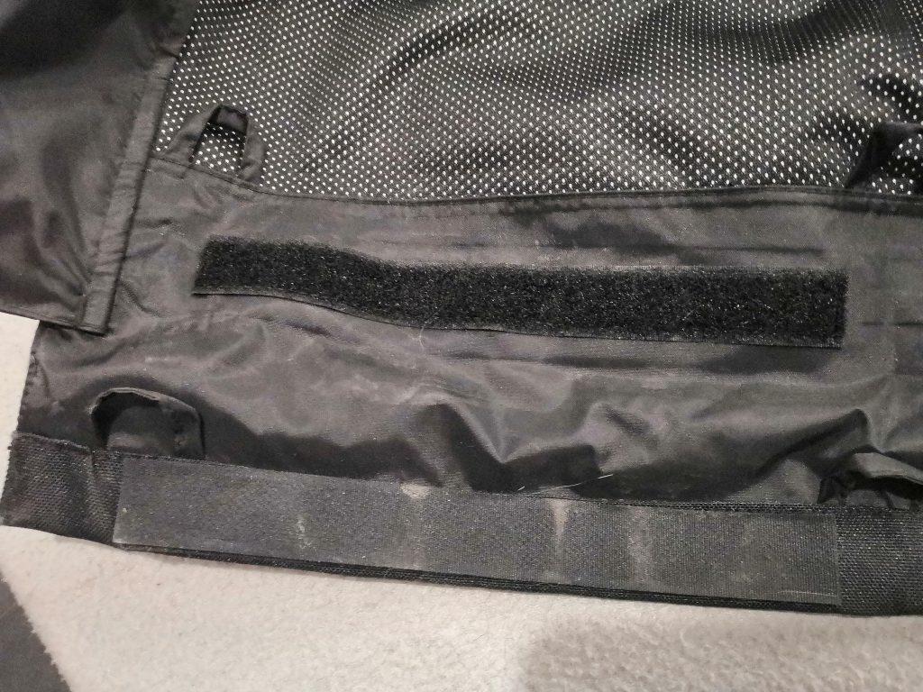 On peut aussi régler la longueur du pantalon Bering Dusty !