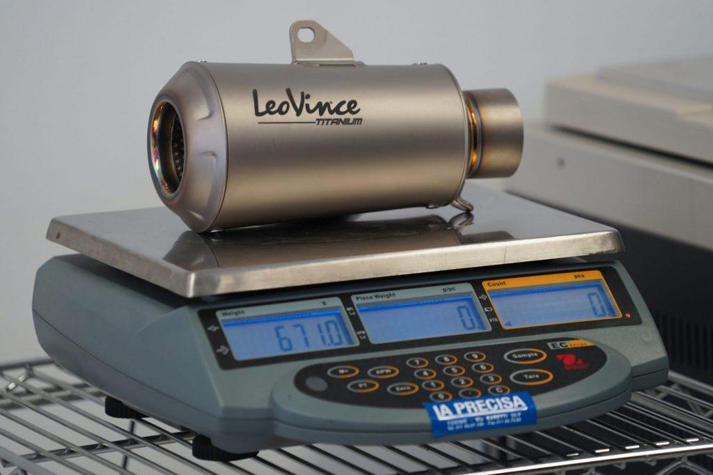 Le titane Grade 1 utilisé par LeoVince est très léger et se travaille facilement