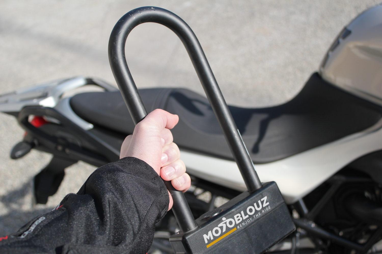 Bien attacher sa moto, nos conseils !