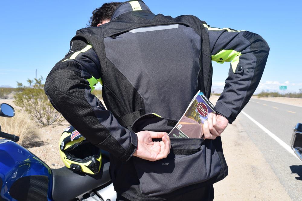 La «poche du passager» sur le blouson Rev'it Outback 2