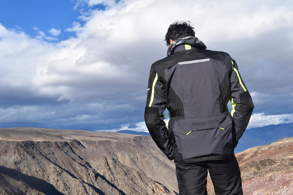 Le blouson Rev'it Outback 2 : essai par One Month One Ride