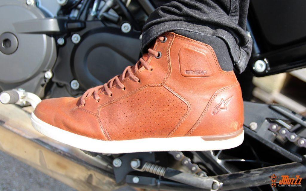 Les protections de malléoles se fondent dans le dessin de la chaussure. Quid de leur véritable efficacité en cas de chute ?