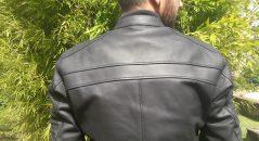 Gros empiècements en cuir sur le blouson DXR DEAN