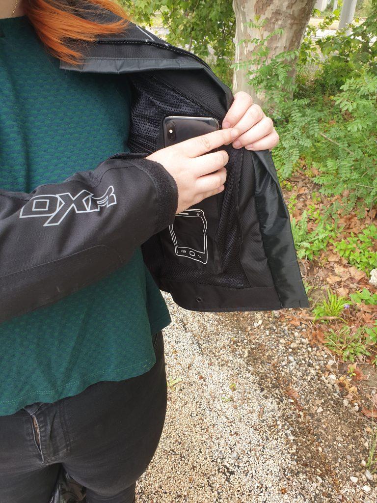 La poche intérieure pour le téléphone du blouson DXR Julia CE