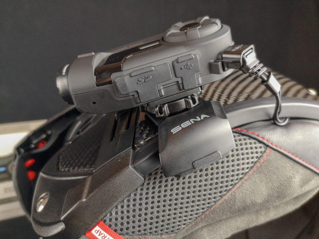 Réglage en élévation de la caméra embarquée Sena 10C Pro