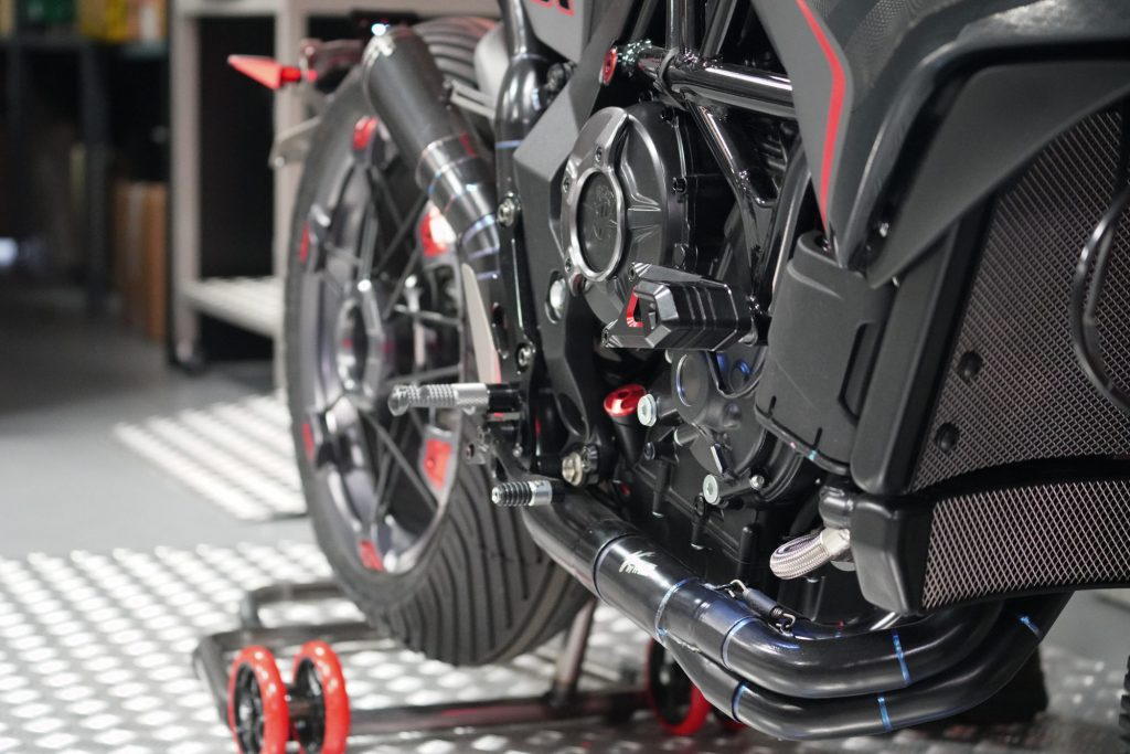 Chasse au poids, meilleure position, gains de performances et travail du look, chez Valter Moto, on fait tout ça !