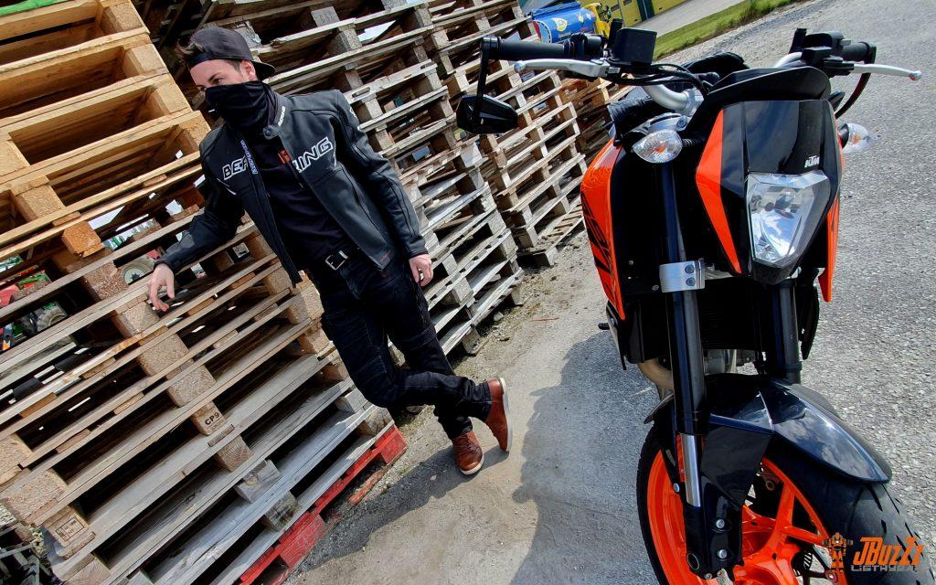 Parfaitement raccord avec un roadster sportif, le blouson Bering Kingston Evo affiche un look racé !