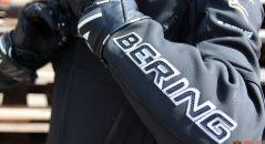 Lettrage en surpiqûre sur le blouson Bering Kingston Evo