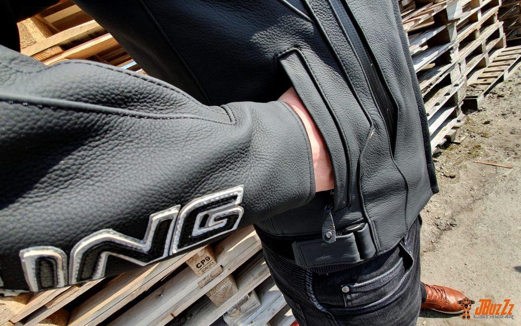 Les poches sont grandes et facilement accessibles. Bien vu !