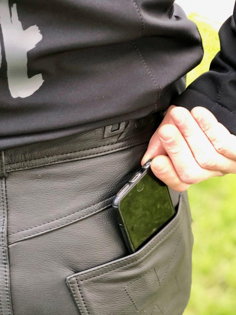 Le pantalon DXR Buschnell dispose de nombreuses poches de bonne taille