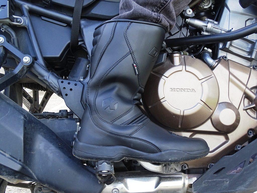 Les bottes DXR PAN-AM assurent un bon confort sur route.