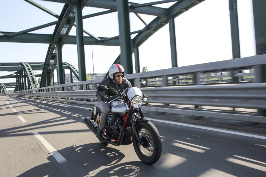 Moto Guzzi-v7iii-racer
