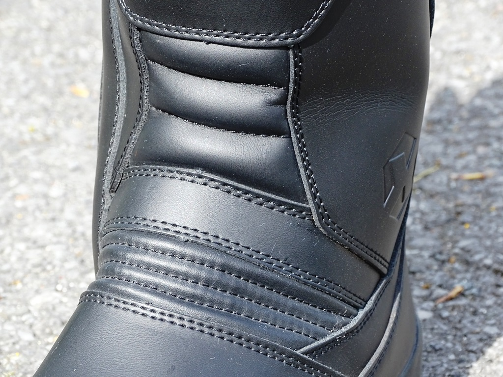 Zones de flexion avant sur les bottes DXR PAN-AM