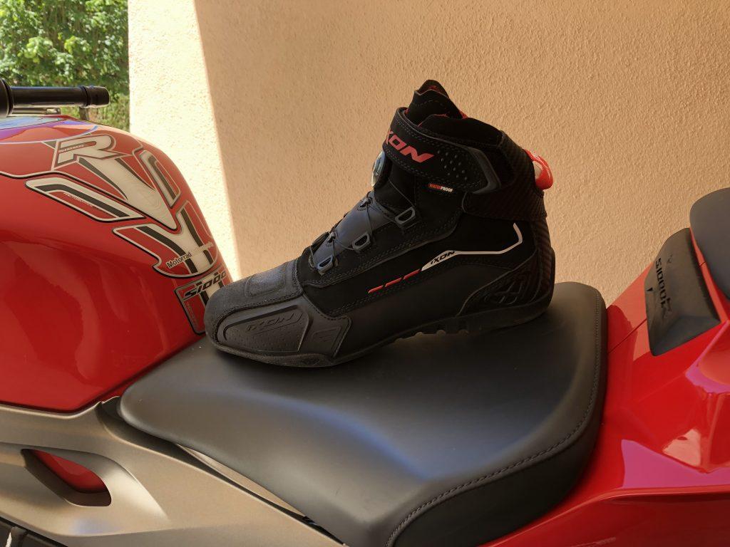 Baskets IXON Soldier Evo, en version noir/rouge
