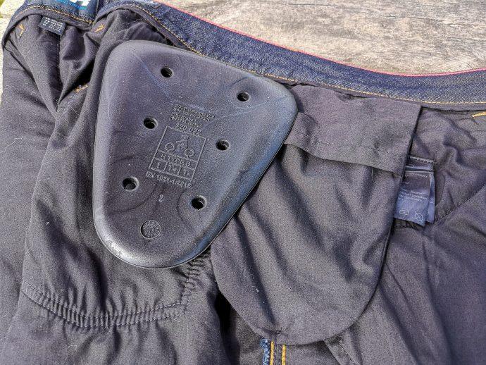 poches et protections de hanches sur le jean DXR Howell