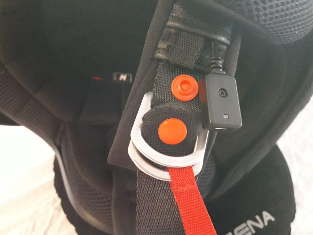 Sena Savage-détail de la boucle DD et de la prise USB