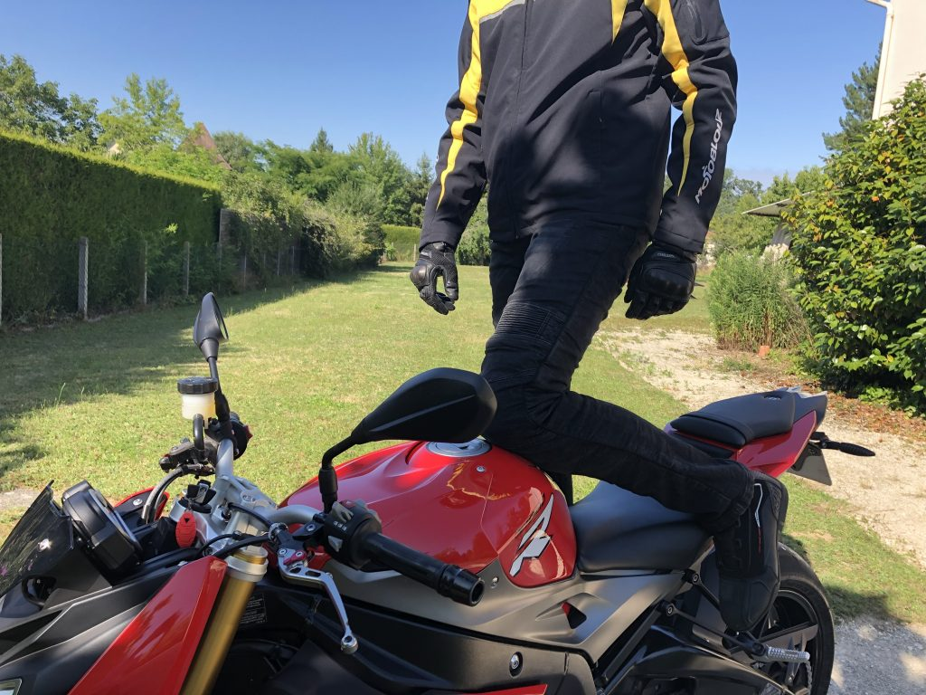 Jean DXR Kaptor – un look résolument motard