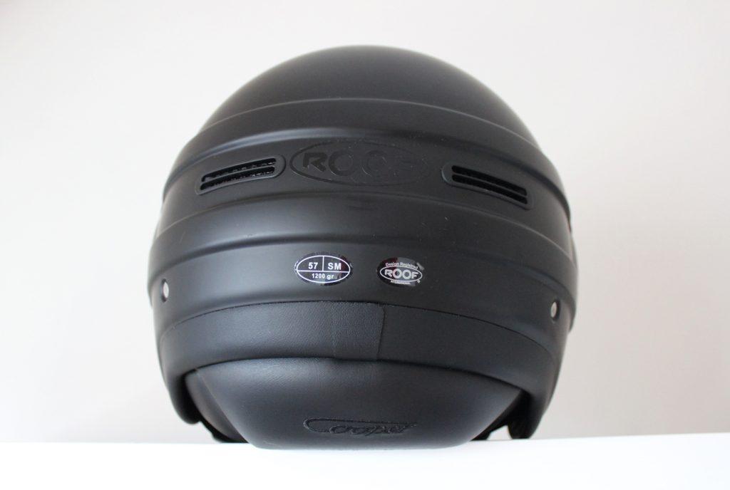 Le RO35 Cooper est doté d'une coque en composite thermoplastique et possède un joli design épuré avec deux aérations discrètes sur le dessus et deux extracteurs d'air à l'arrière.