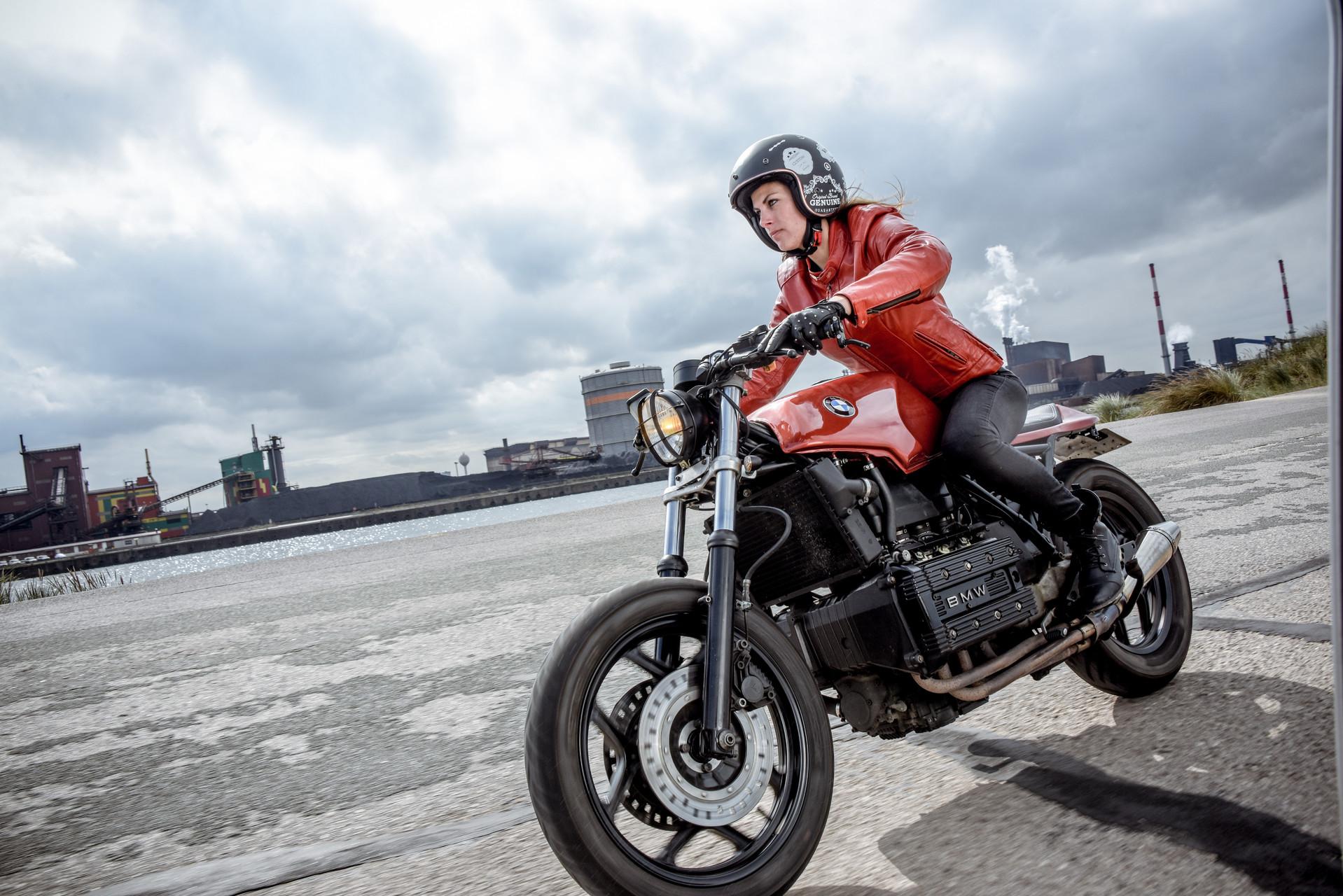 Permis moto femmes