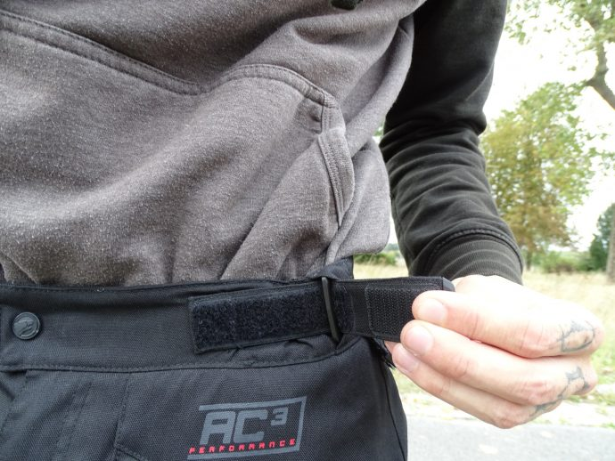 pattes de serrage à la taille du pantalon textile Bering California