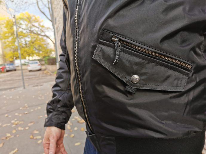Multiples poches et braguettes sur le blouson DXR Speedchaser