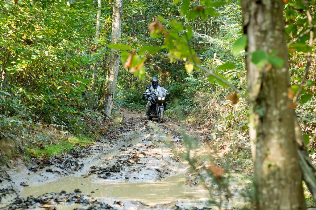 Rouler en trail dans la boue, c'est possible.