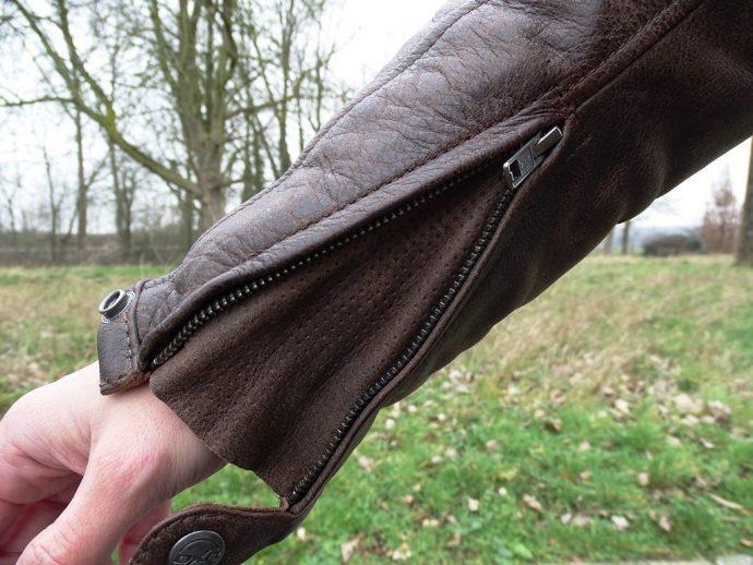 poignets zippés sur le blouson DXR Adan