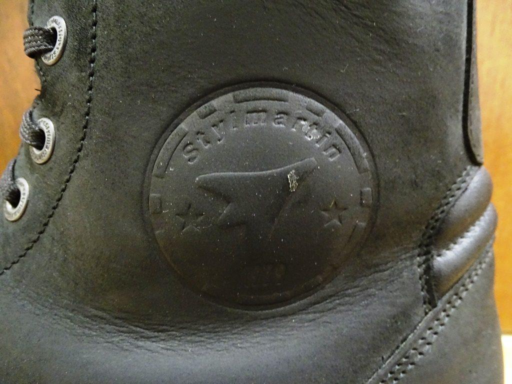 Zoom sur le renfort de malléole. Si elles restent de bonne qualité, le cuir pleine fleur des Stylmartin Rocket est sensible aux ripages