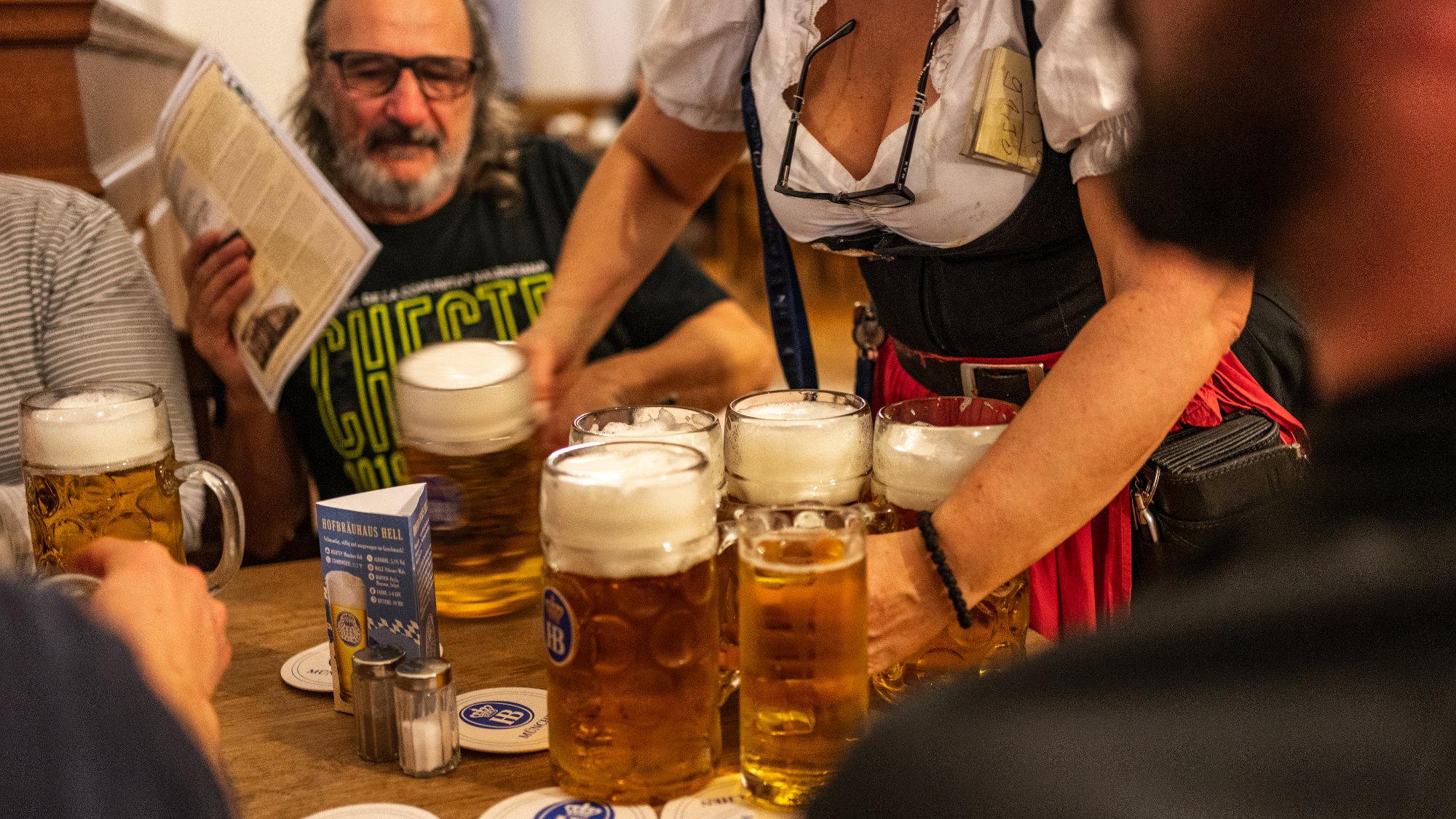 Énormes pintes de bière