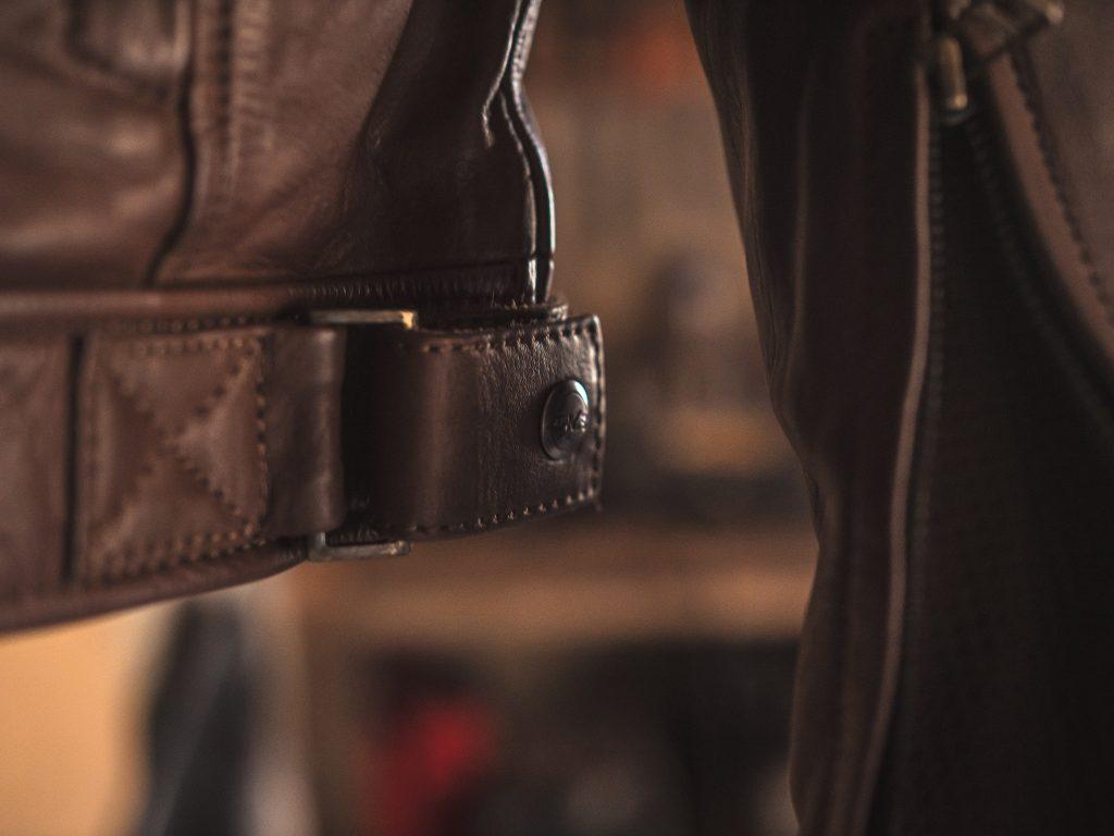 ajustements du blouson en cuir DXR Tredici