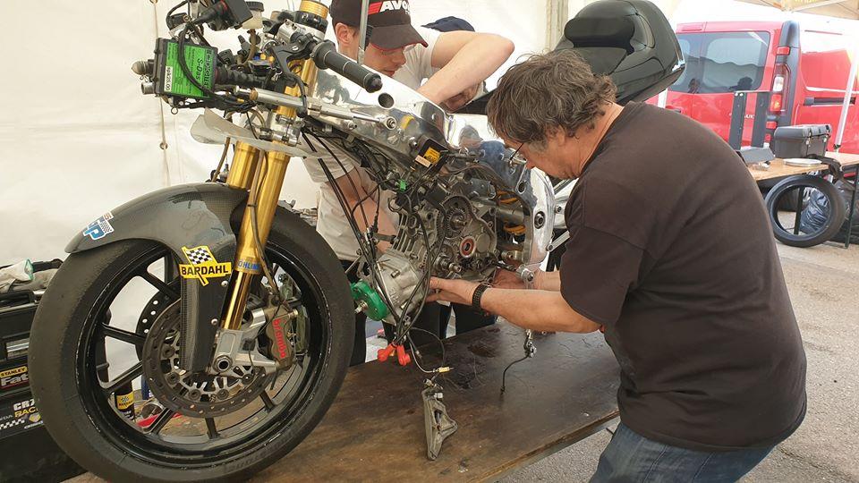 Montage moteur de Aprilia RSW 250 de Guy Bertin