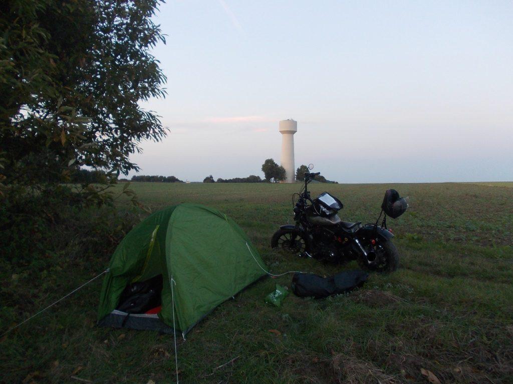 Plus de place au camping, pas envie de payer, et bien on va bivouaquer!