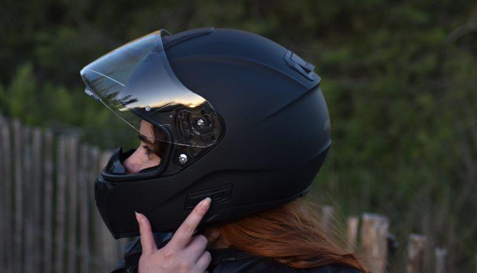 bouton pour actionner la visière sur le casque intégral Dexter Optimus