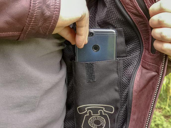 large poche pour la praticité et doublure en mesh