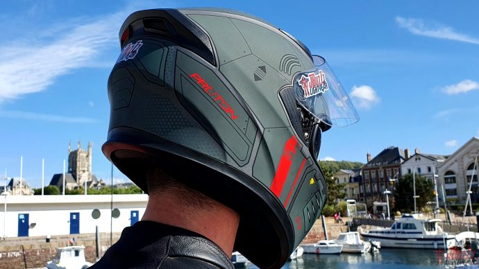 spoiler à l'arrière du casque Dexter Proton AS-01
