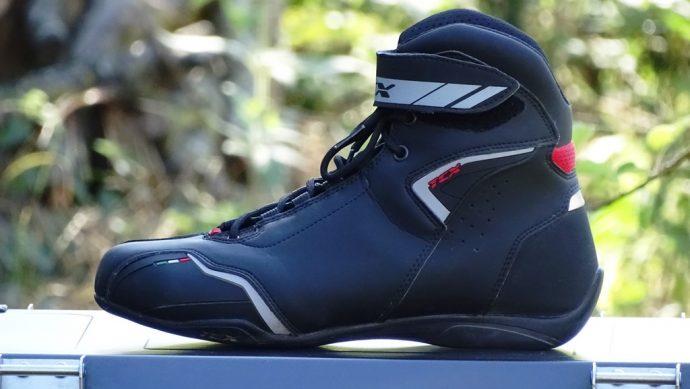 gros plan sur les baskets TCX Boots Blaze
