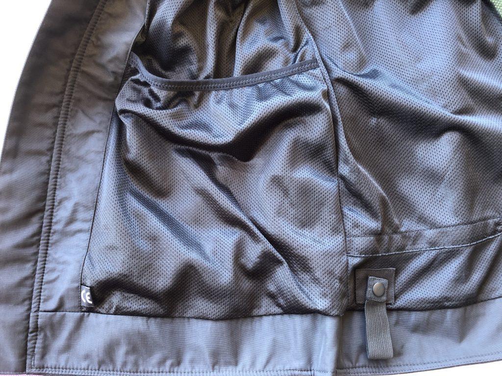 Alpinestars Calabasas Air – Détail des poches intérieur et raccord au pantalon