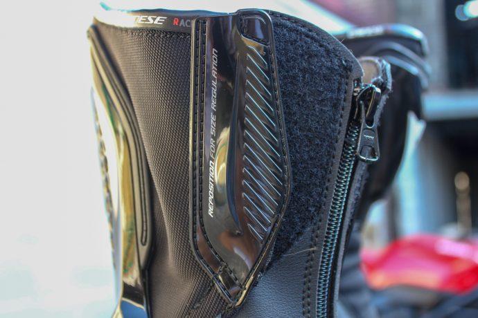 système d'ajustement à toutes les morpho sur bottes Dainese