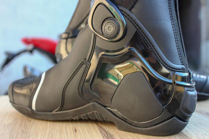 ensemble des protections des bottes Dainese TR-Course Out