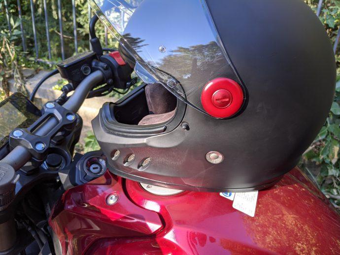 casque comando dexter noir matt et bouton rouge