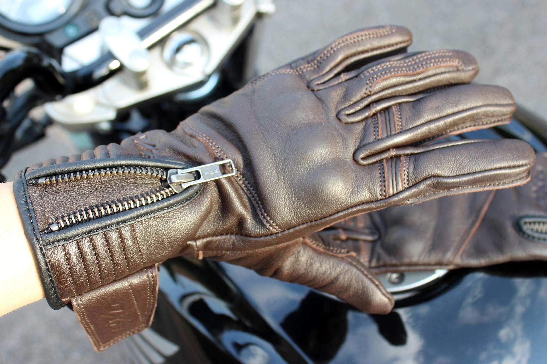fermeture par zip des gants DXR Lady Claymore