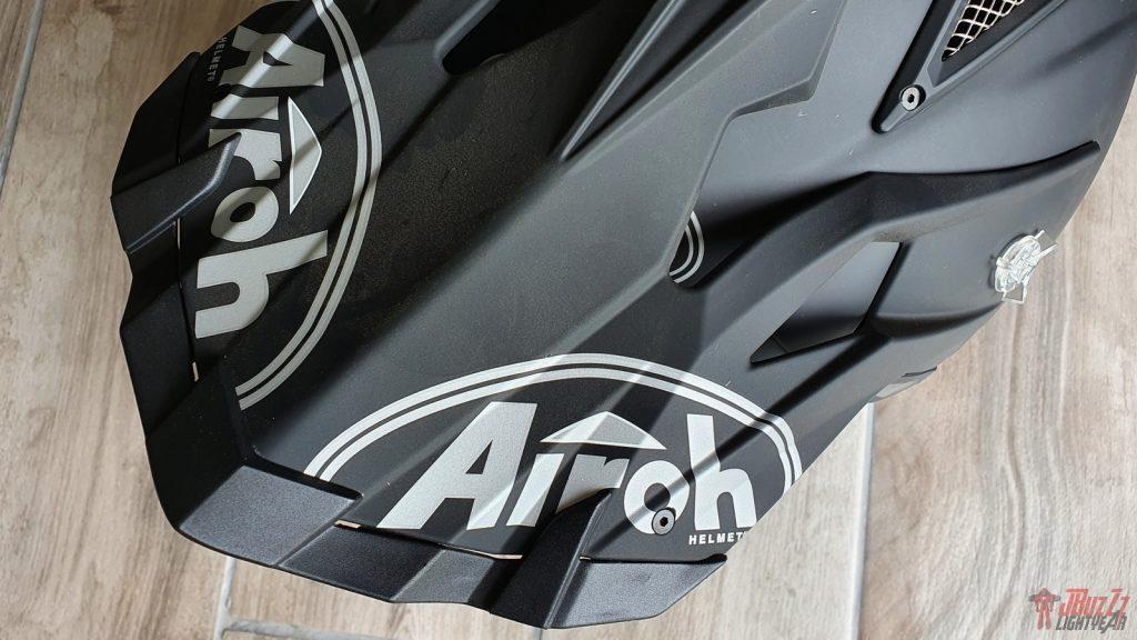 L'accord entre le noir mat et les logos gris est superbe et participe à l'impression de qualité dégagée par l'Aviator Ace.
